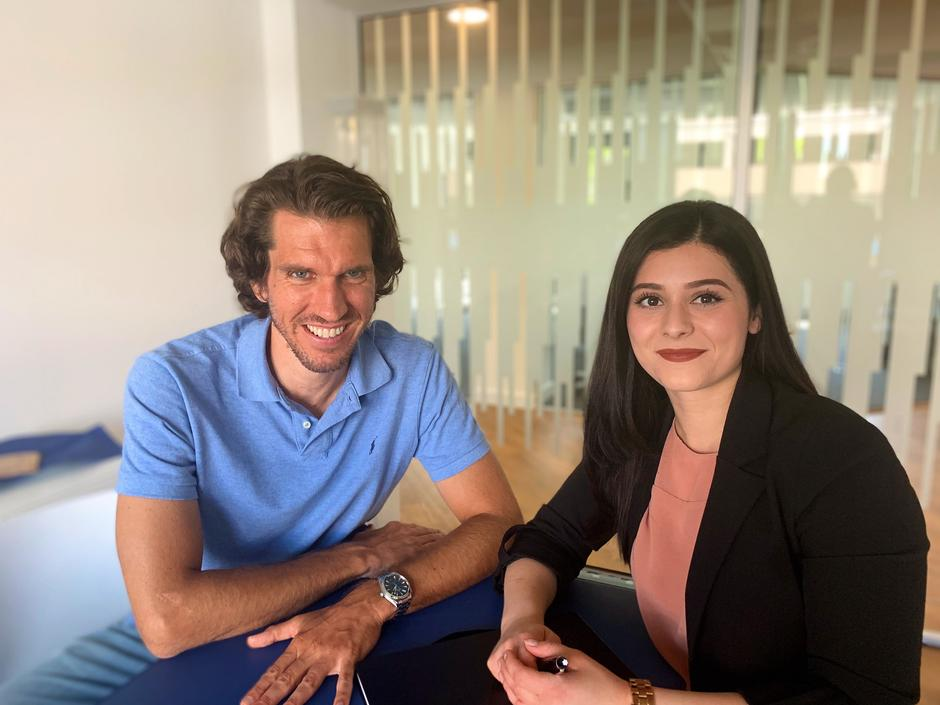 Jan Lammers, Senior Project Manager, und Almira Jusufi, HR Managerin